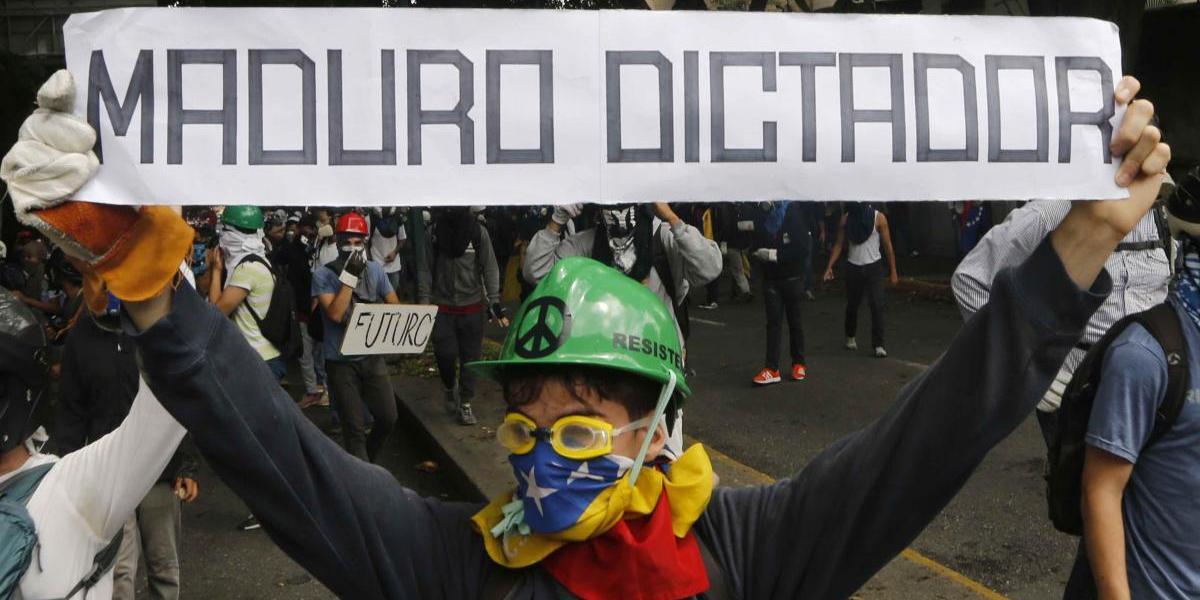 Mujeres protestan contra represión en Venezuela