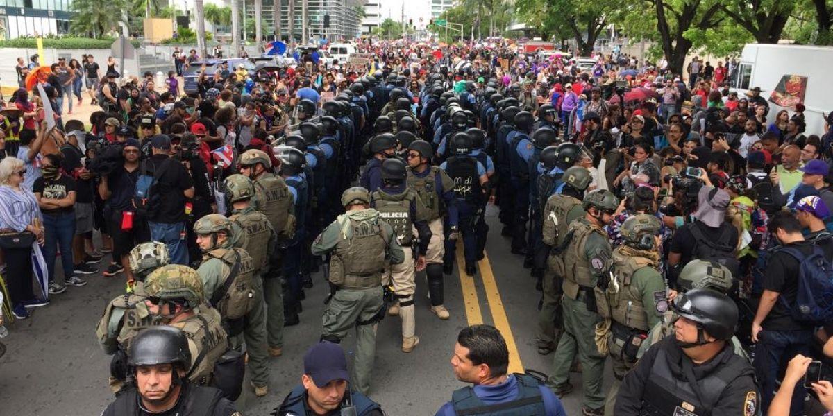 Caldeados los ánimos entre manifestantes y la Policía