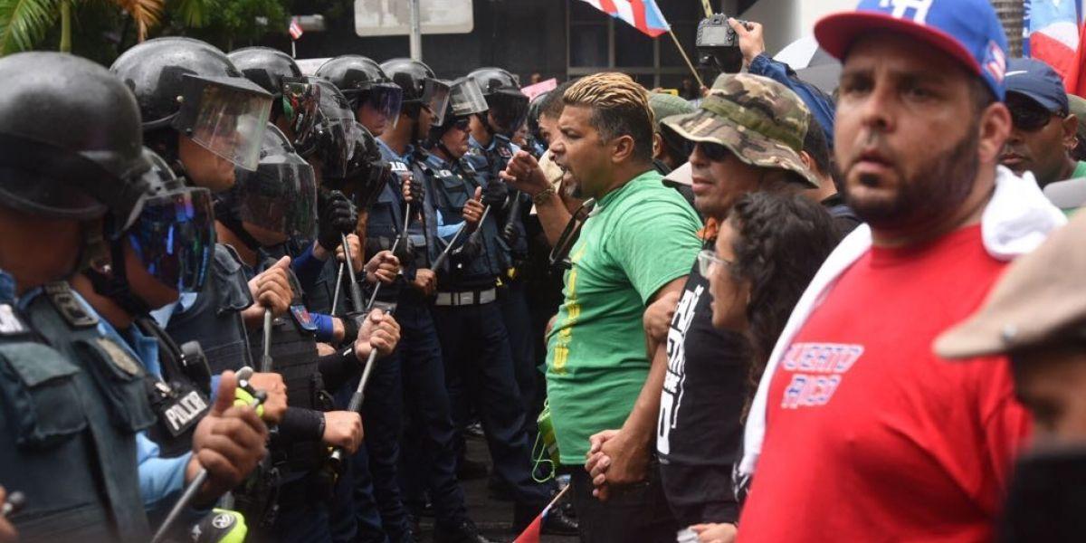 Utilizan gases lacrimógenos para dispersar manifestantes