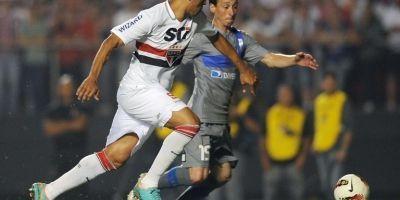 Michael Ríos disputando un balón en el 0-0 ante Sao Paulo de 2012 / AFP