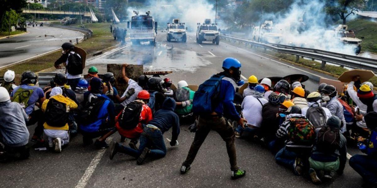 """""""Trancazo en Venezuela"""": Opositores venezolanos cierran calles en protesta a la Constituyente"""