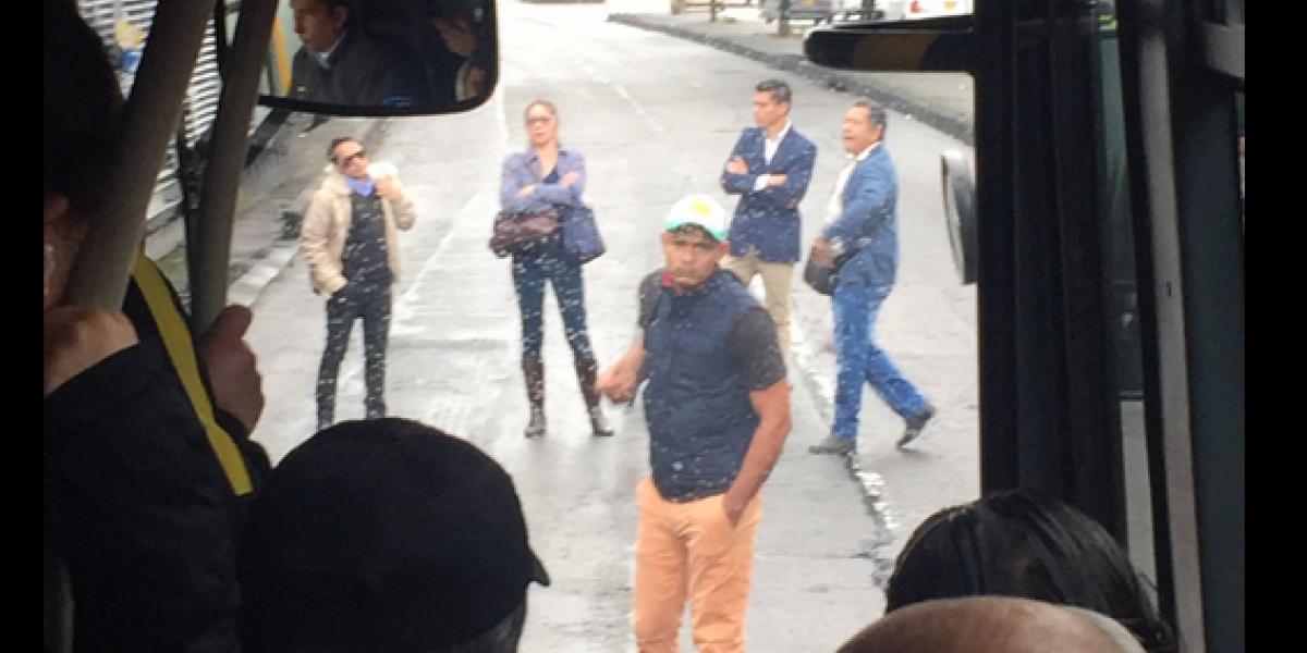 ¡Atención! Bloqueo en TransMilenio por demoras en el servicio