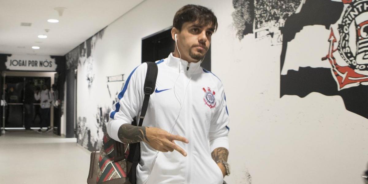 Fábio Carille admite perder Fagner 'por alguns jogos' do Corinthians