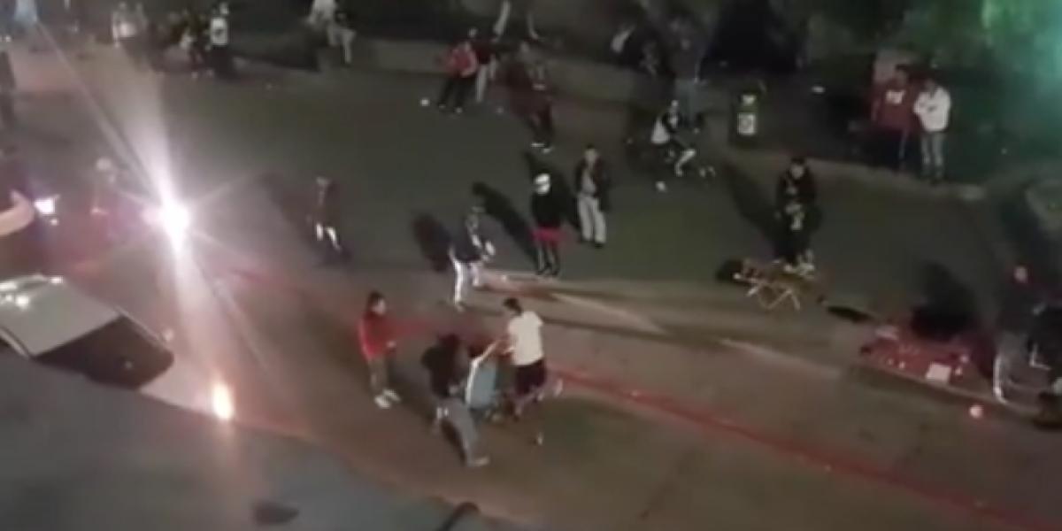 VIDEO. Captan brutal golpiza en Parque Central en Xela y critican accionar de curiosos y autoridades
