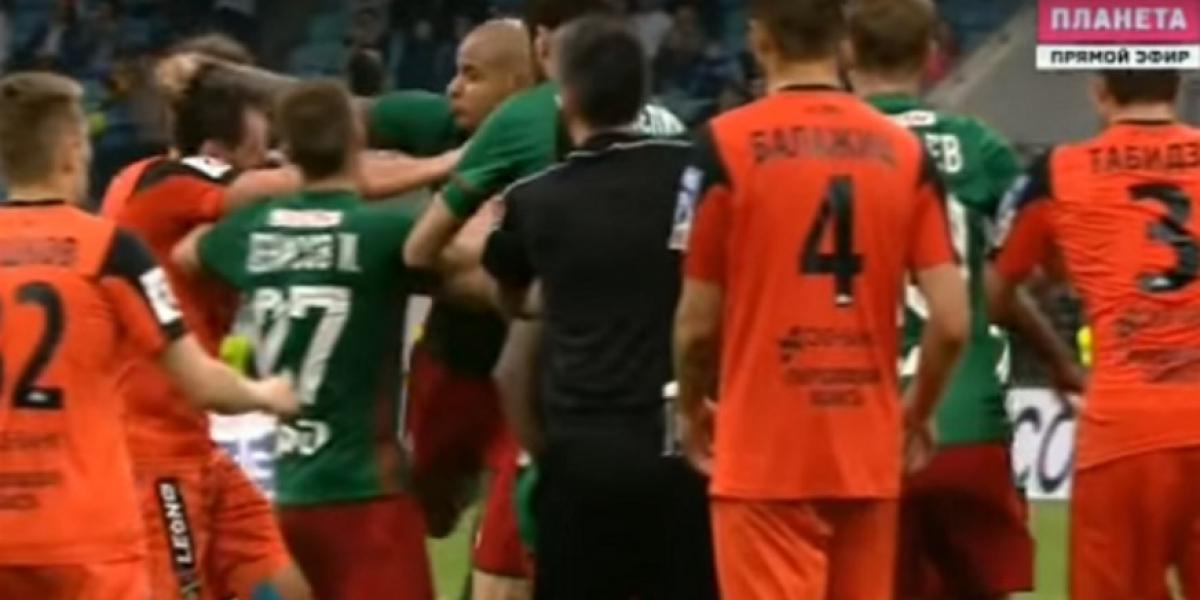 La violenta pelea protagonizada por el peruano Jefferson Farfán en el fútbol ruso