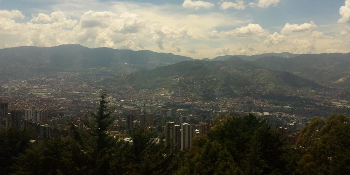 En Medellín una joven se hizo la muerta para evitar que su expareja la siguiera atacando