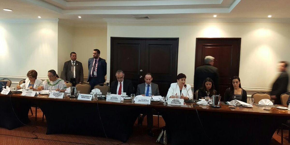 Mesa técnica y diputados se reúnen en privado para discutir enmiendas a reforma constitucional