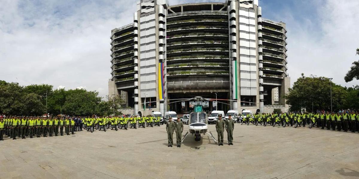 Se integran 100 nuevos policías y un helicóptero para reforzar la seguridad en Medellín