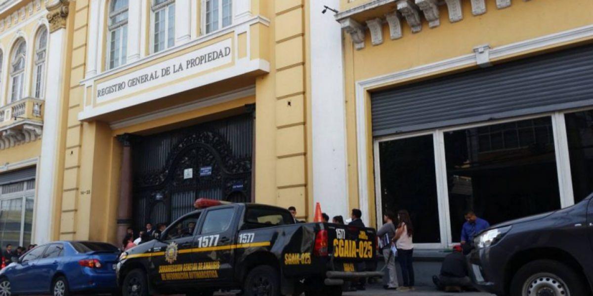 Tras críticas por nepotismo, tío político de Morales renuncia del Registro General de la Propiedad