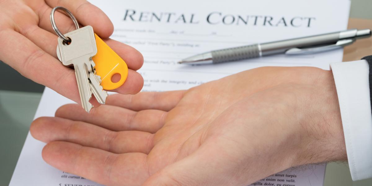 Buscan fin de ley que multa a quienes rentan su casa en N.Y.