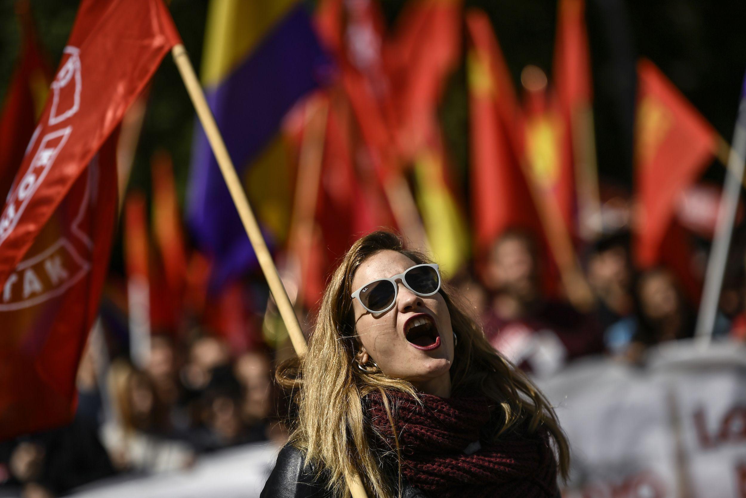En España, los dos sindicatos principales convocaron marchas en más de 70 ciudades del país, en el Día de los Trabajadores.