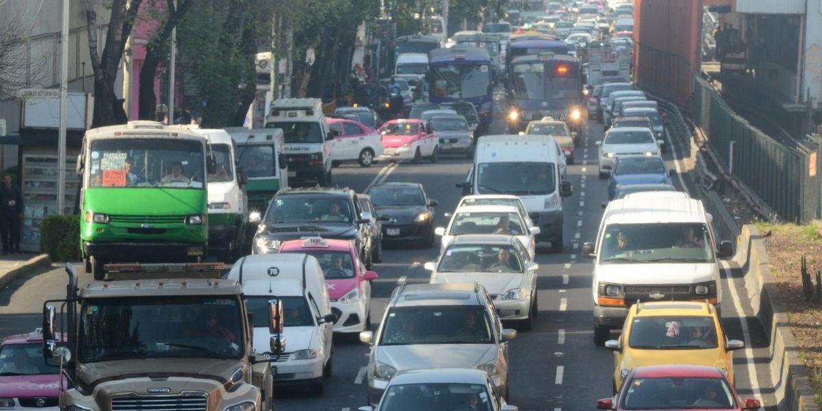 Hoy No Circula aplica para autos con engomado rosa