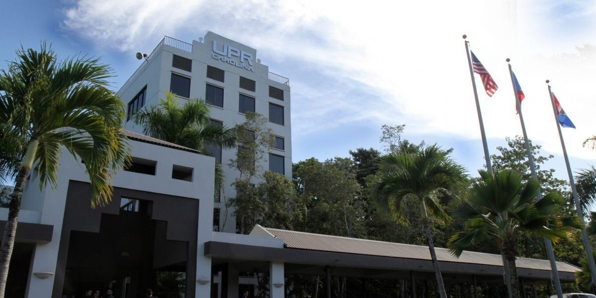 Grupo de estudiantes UPR Carolina reclama se abran portones