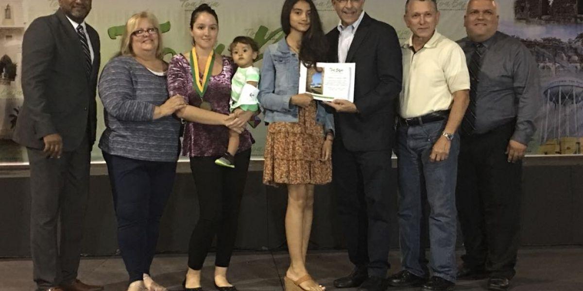 Alcalde de Toa Baja reconoce estudiantes con notas sobresalientes