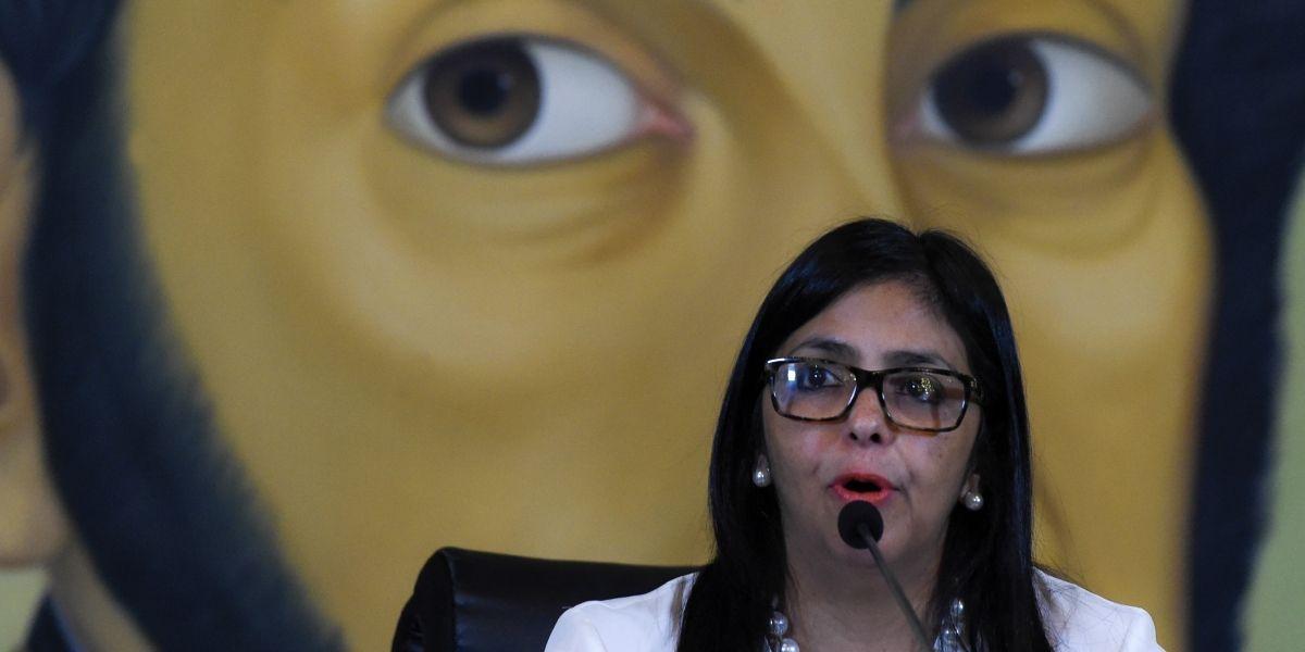 """Canciller venezolana invita a Heraldo Muñoz """"a promover una Constituyente en Chile"""""""
