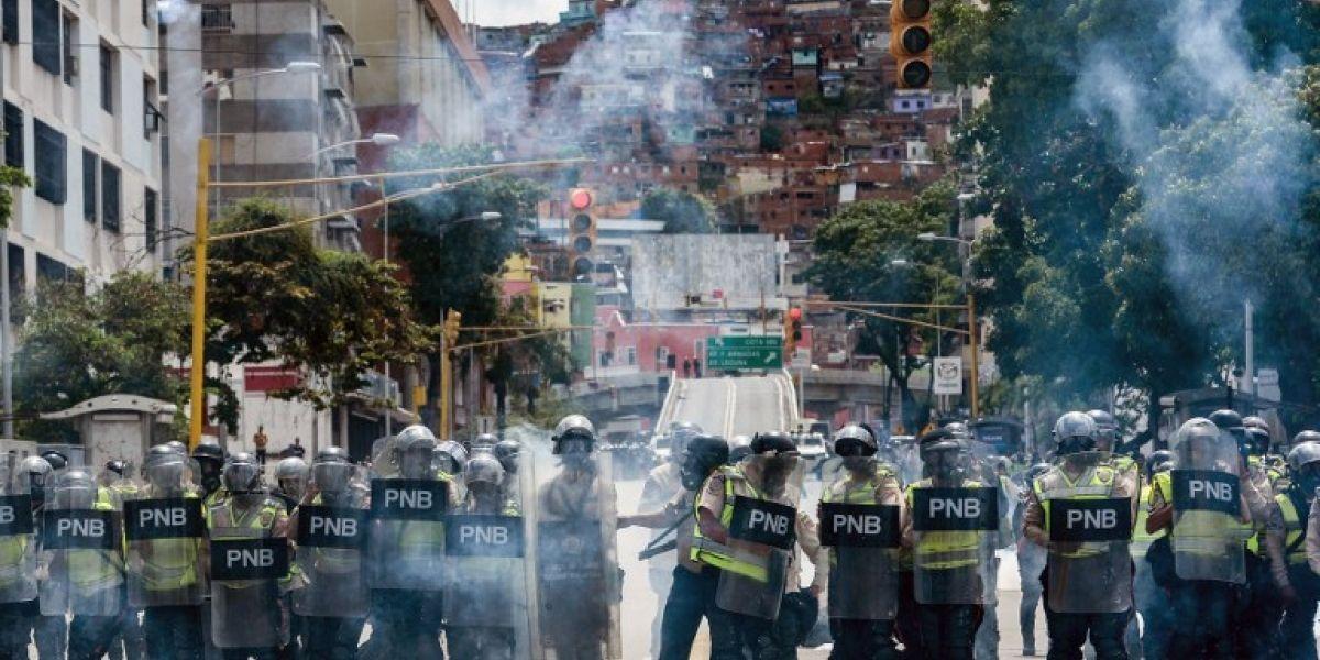 Se recrudece crisis social en Venezuela: aumentan a tres los muertos en medio de protestas y saqueos