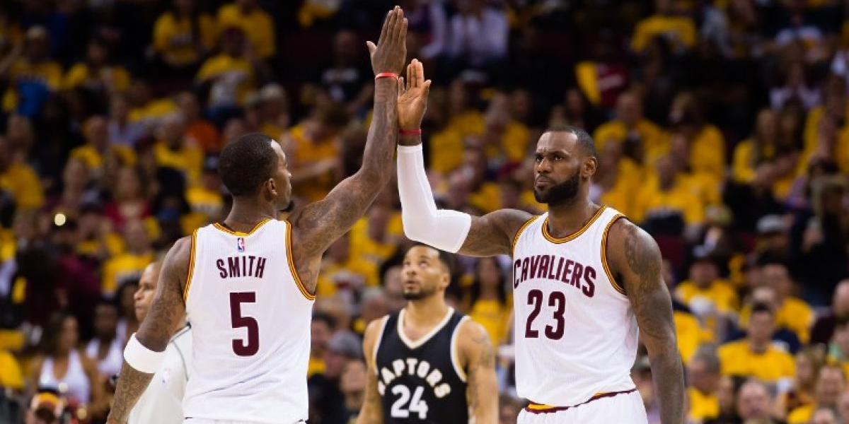 LeBron James vuelve a brillar y el campeón Cleveland sigue imparable en los playoffs de la NBA