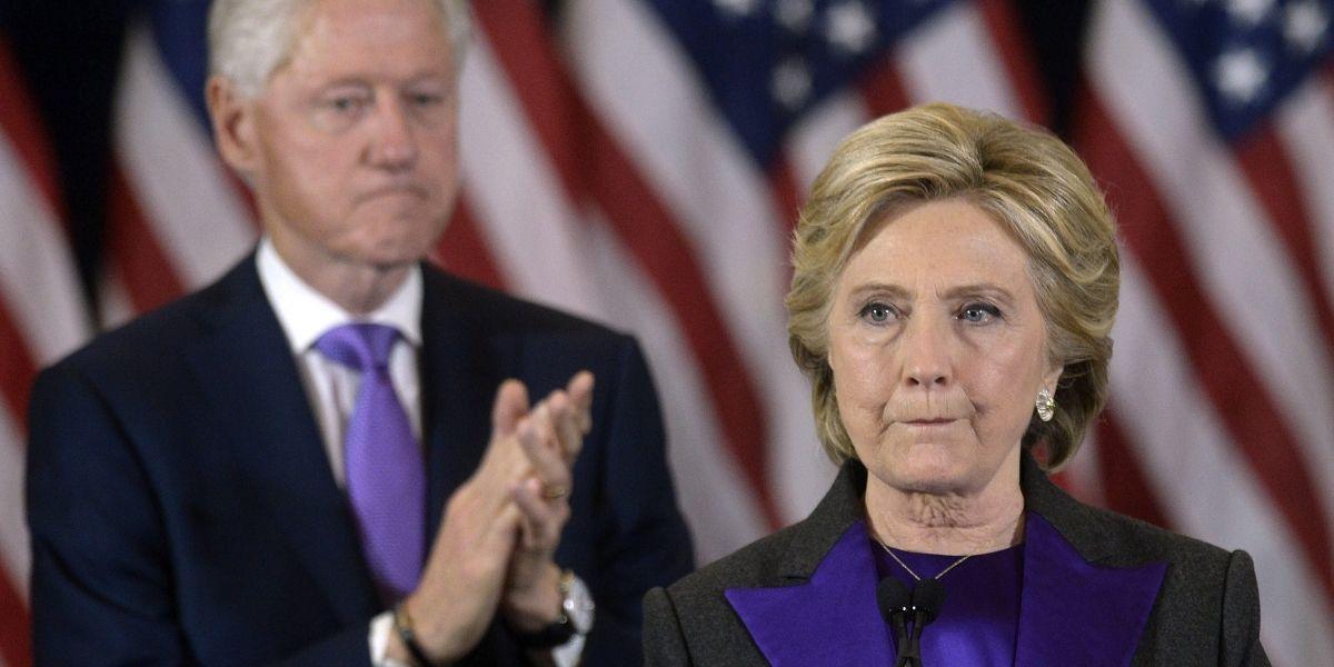 Director del FBI defiende investigación a Clinton