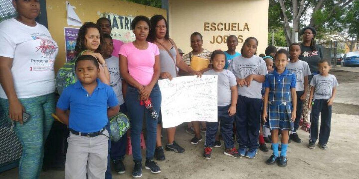 Paralizan escuela en Loíza preocupados por posible cierre