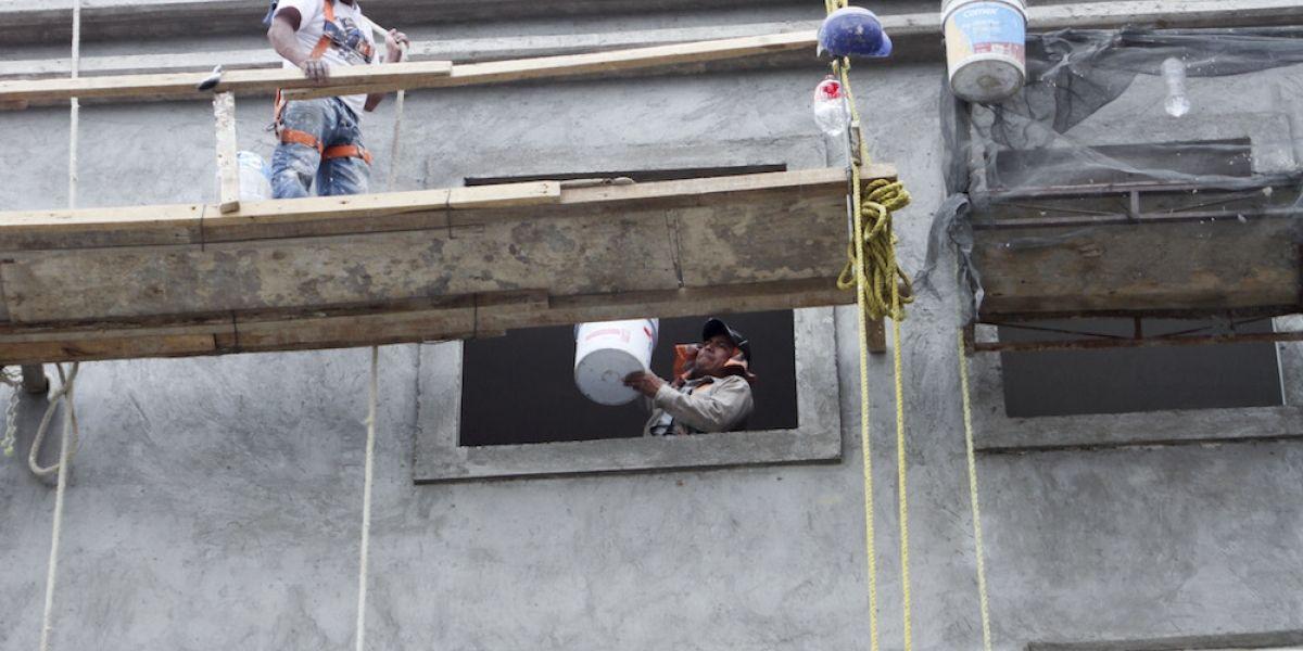Peña Nieto felicita a los albañiles en el día de la Santa Cruz