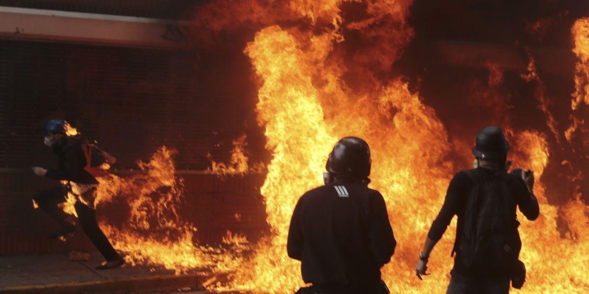 Se eleva a 35 cifra de muertos en protestas en Venezuela