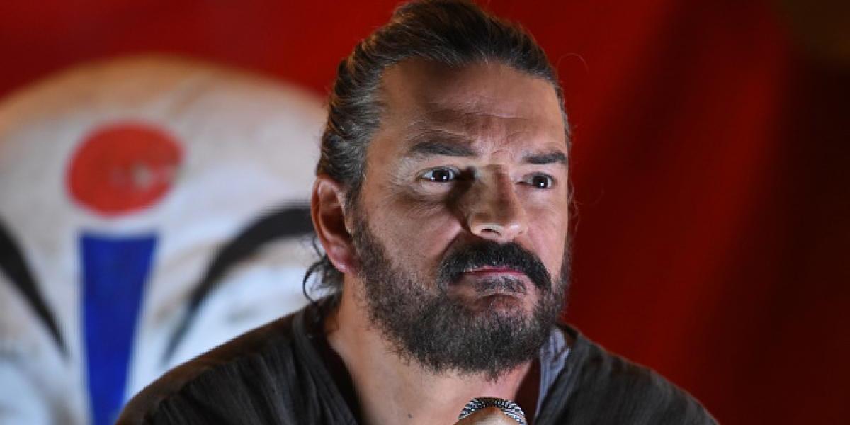 Presentador de CNN vuelve a crear polémica al comparar a Ricardo Arjona con Trump