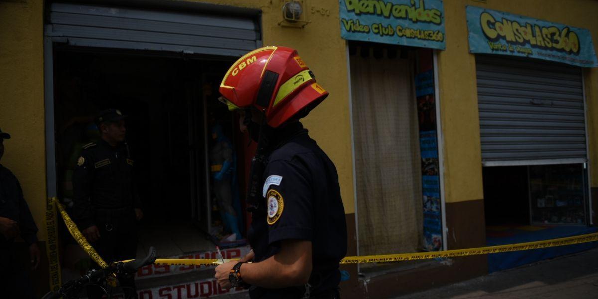 Adolescentes entraron a un local a jugar videojuegos y fueron atacados a balazos