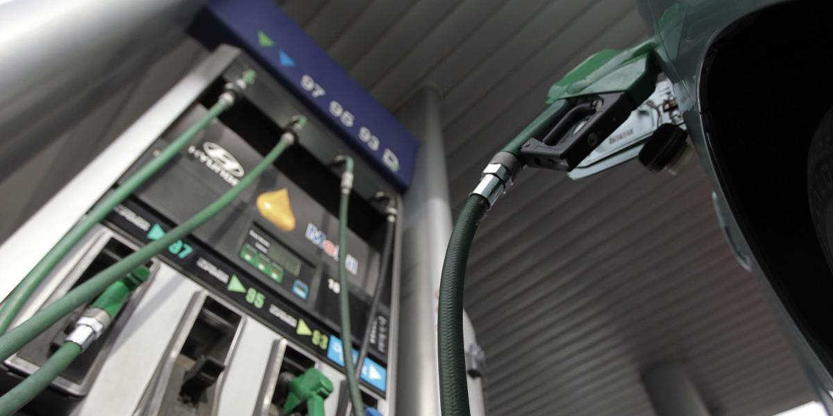 Este jueves baja el precio de todos los combustibles