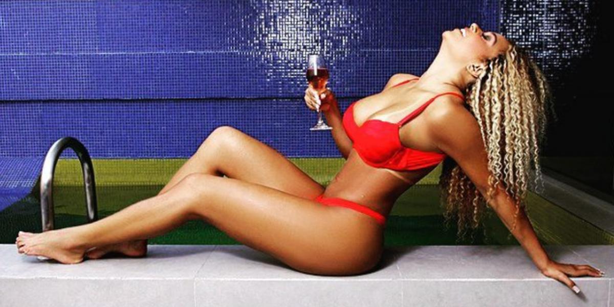 Miss Bumbum se burla de Kim Kardashian y le presume sus curvas perfectas
