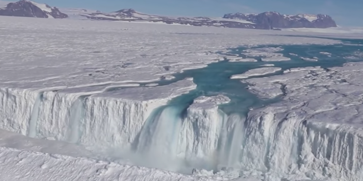 El curioso fenómeno que está transformando los hielos eternos de la Antártica en agua
