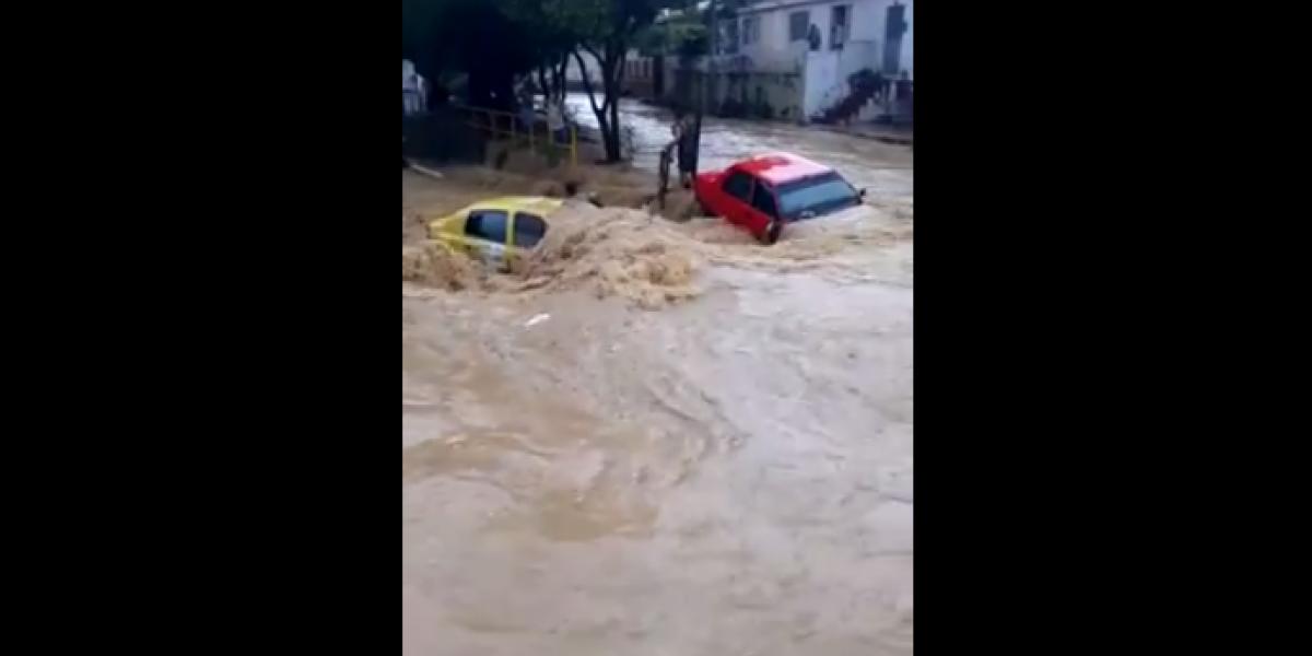 Con solo 20 minutos de lluvia se inundó un barrio en Cúcuta