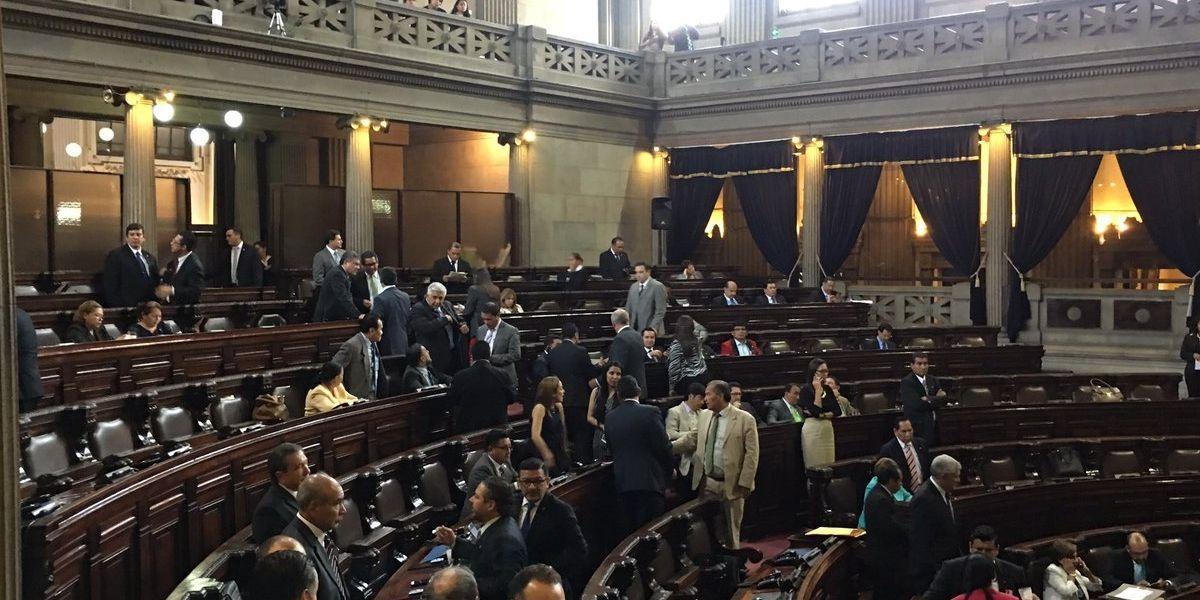 Gritos, despliegue de seguridad y falta de quórum en sesión del Congreso para discutir reformas constitucionales