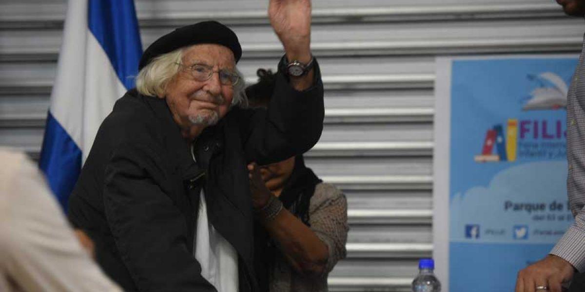 Poeta nicaragüense Ernesto Cardenal hospitalizado por una infección
