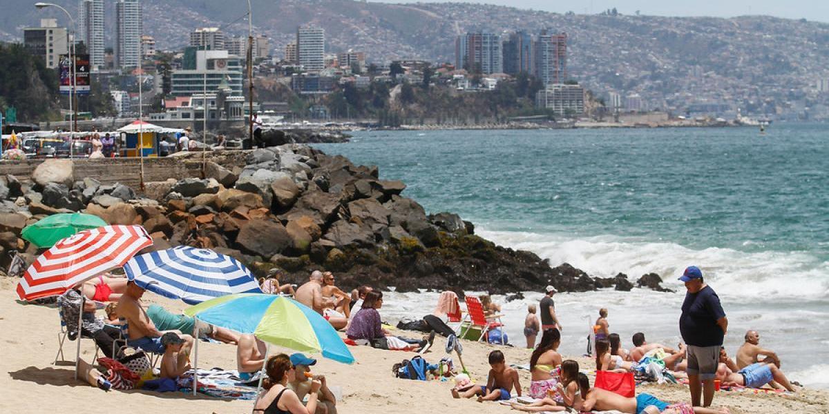 ¿Menos feriados por más vacaciones? Expertos evalúan propuesta de Piñera