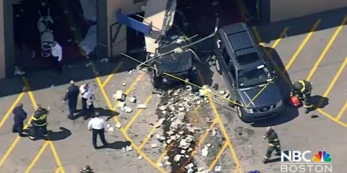 Massachusetts: Vehículo embiste a multitud y deja tres muertos