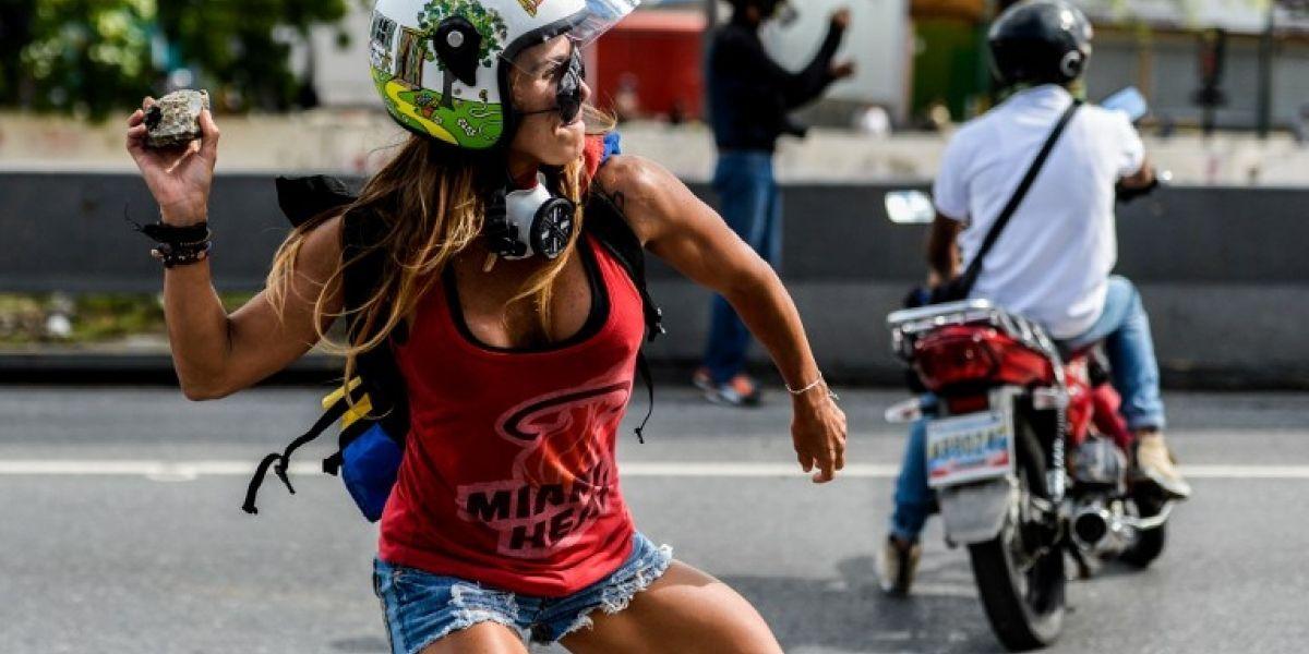 Quién es la 'Mujer Maravilla' que protesta contra Maduro en Venezuela