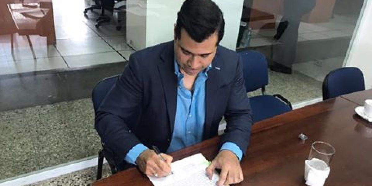Alcalde Neto Bran firma convenio de Aerometro