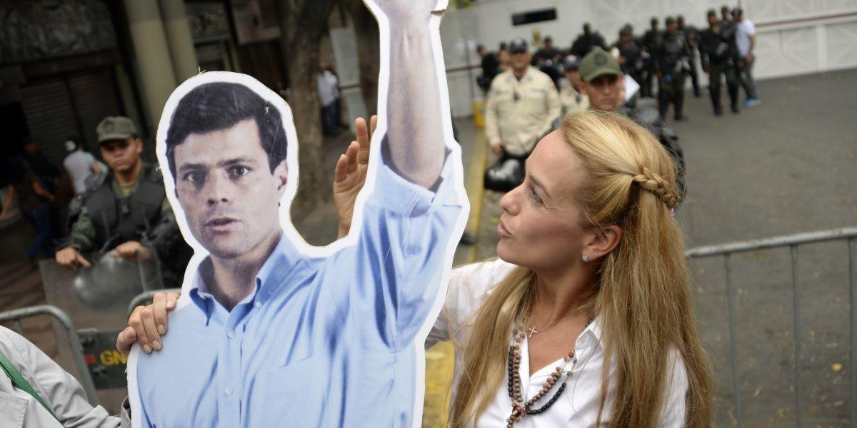 """Venezuela: Leopoldo López da """"prueba de vida"""" en medio de especulaciones sobre su muerte"""