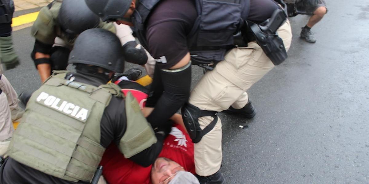 Policías que arrestaron a manifestantes el Primero de mayo no aparecen