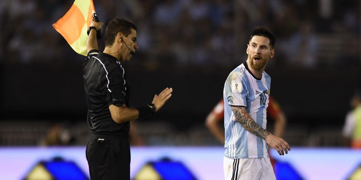 """Abogado de Messi pidió a la FIFA un """"perdonazo"""" a la sanción de cuatro partidos"""