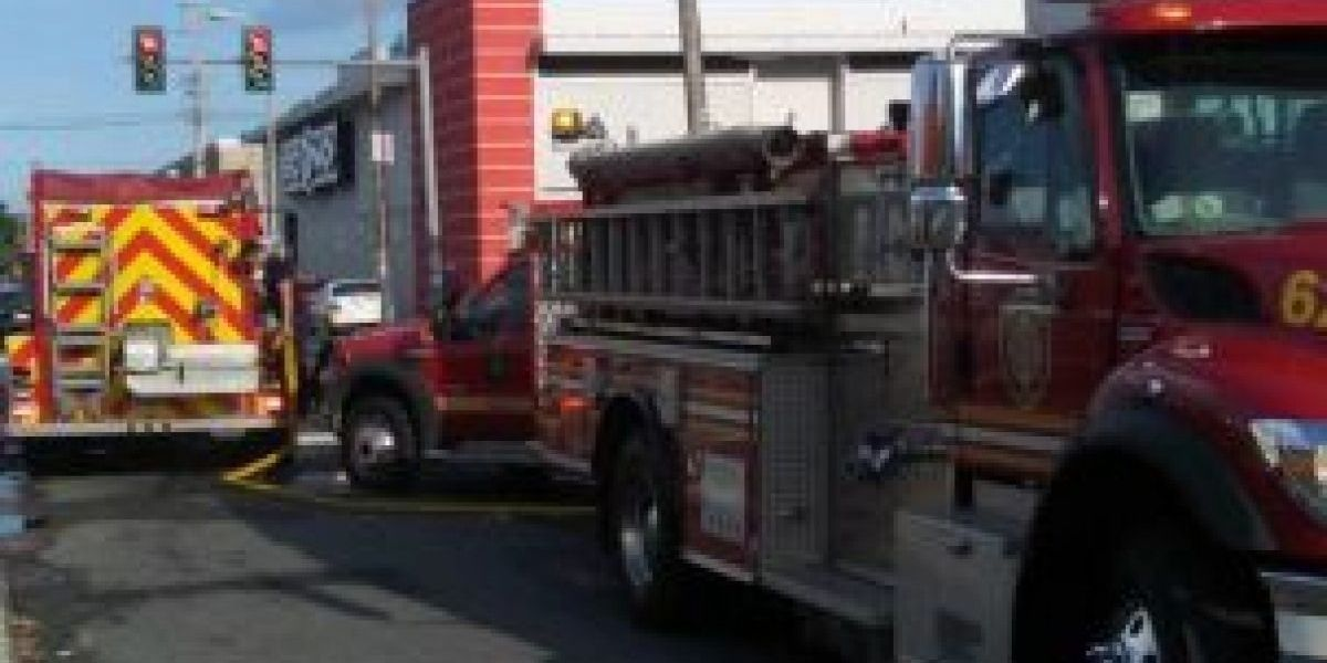 Bomberos se movilizan por fuego en hospital en San Juan