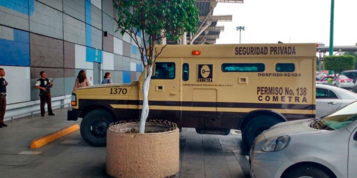 Asaltan camioneta de valores en Plaza Tepeyac y se llevan cuatro mdp