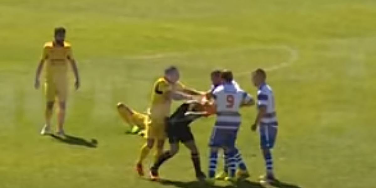 VIDEO: Futbolista agrede a árbitro y es suspendido cuatro años