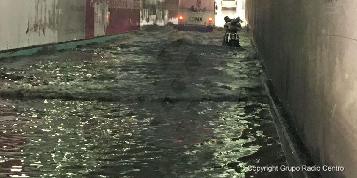 Se inunda desnivel de Taxqueña por fuertes lluvias