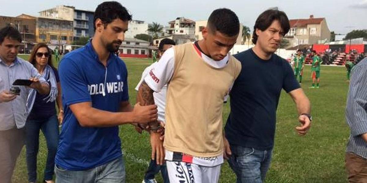¡Insólito! Arrestan en pleno partido a futbolista brasileño acusado de secuestro