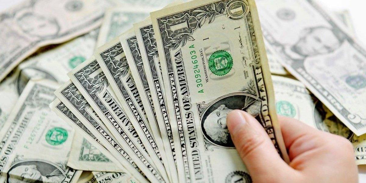 Dólar vive gran jornada y supera los $675