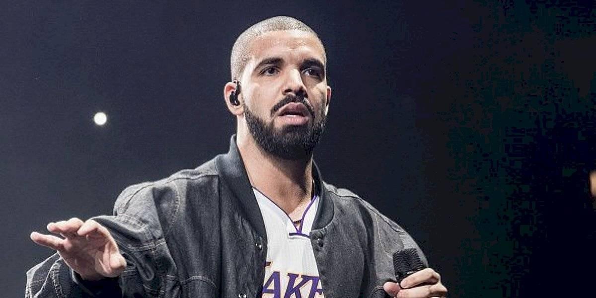 Drake muestra por primera vez el rostro de su hijo