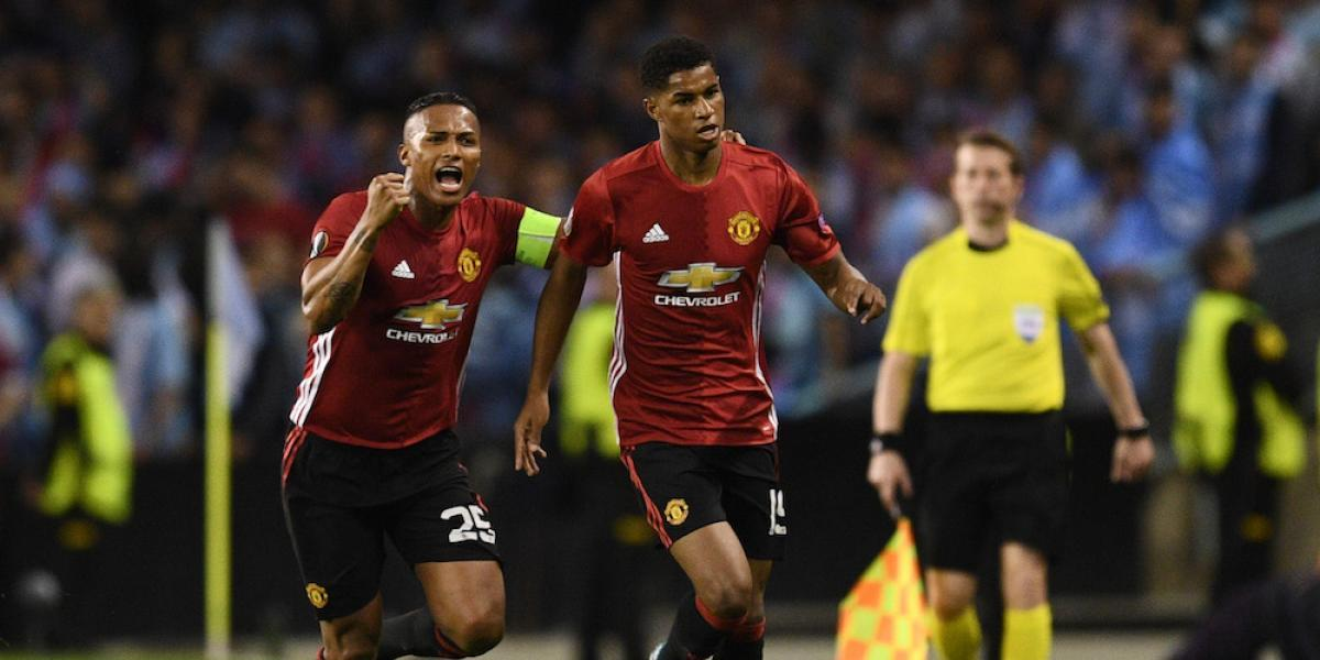 Manchester United, con un pie en la final de la Europa League