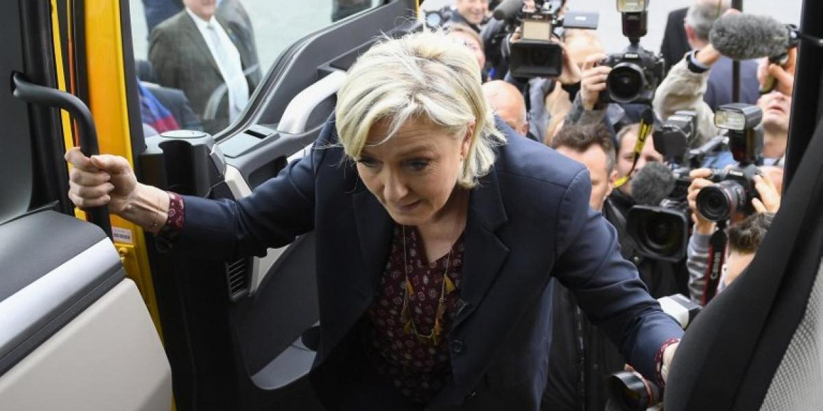 Francia: manifestantes insultan y lanzan huevos a candidata ultraderechista a pocos días de la segunda vuelta presidencial