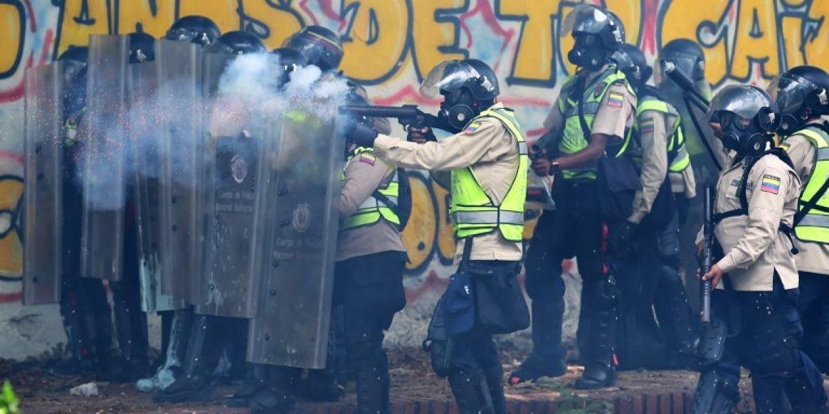 Estudiantes y policías se enfrentaron en nueva protesta contra Nicolás Maduro